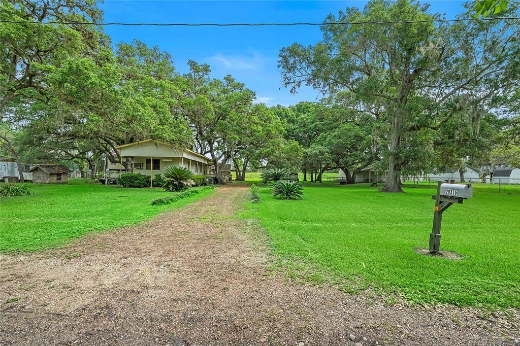 20315 Forest Oaks Drive Property Photo - Guy, TX real estate listing