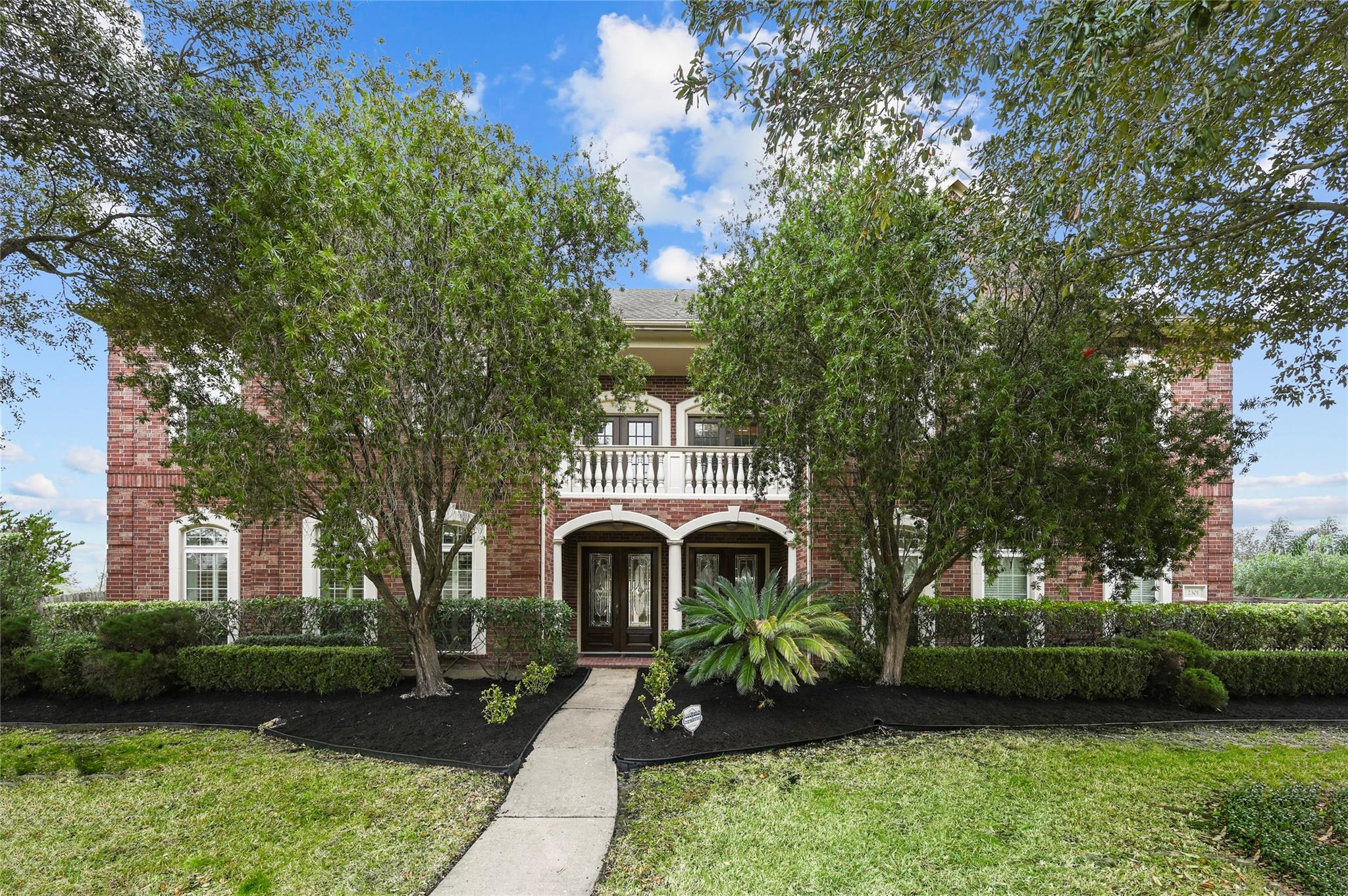 2301 Paradise Canyon Drive Property Photo - Pearland, TX real estate listing