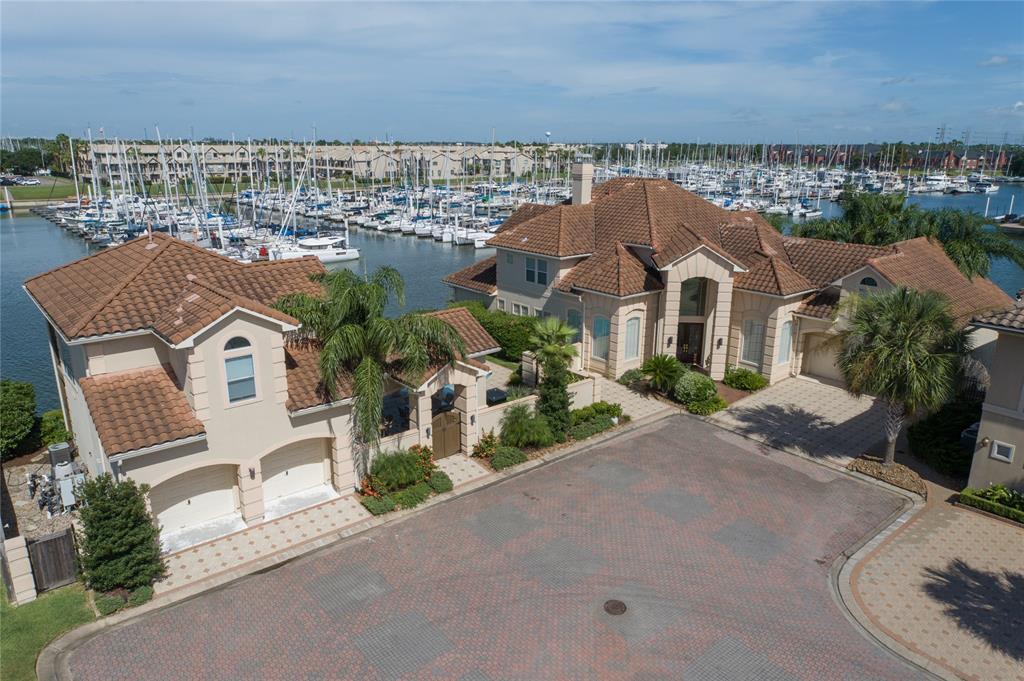 626 Northport Lane Property Photo - Kemah, TX real estate listing