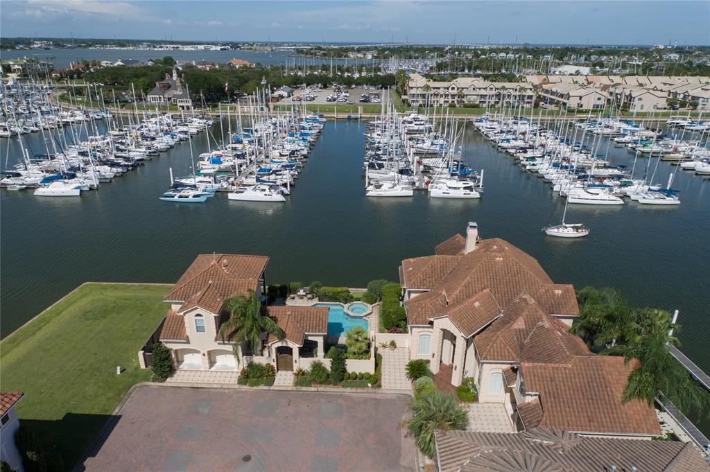 626 Northport Lane Property Photo - Kemah, TX real estate listing