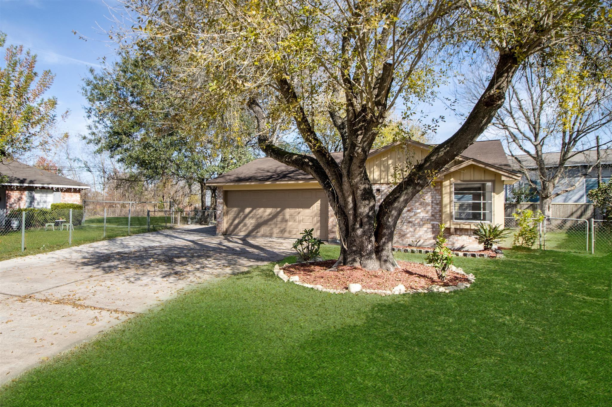 419 Hollyvale Drive Property Photo - Houston, TX real estate listing