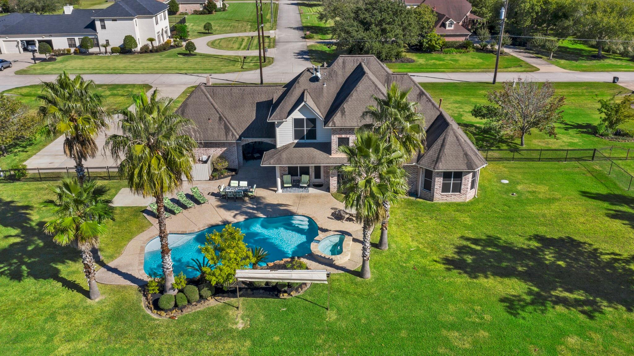 8995 Water Point Drive Property Photo - Beach City, TX real estate listing