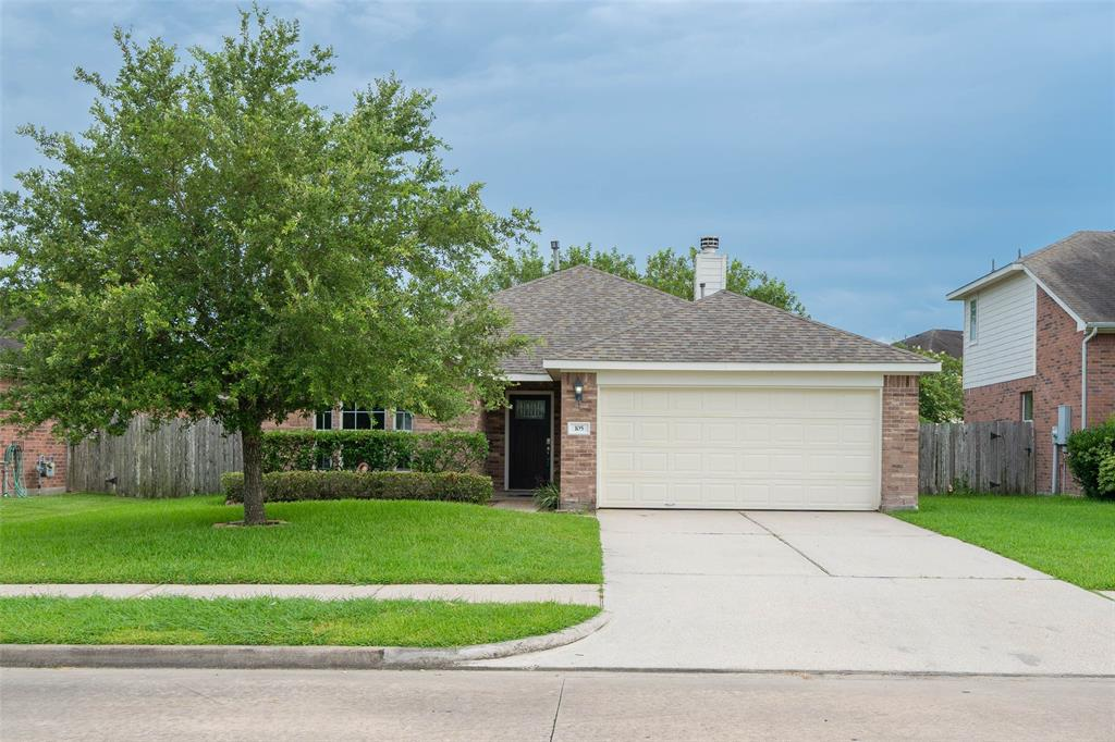 105 Coyote Creek Drive Property Photo - La Marque, TX real estate listing