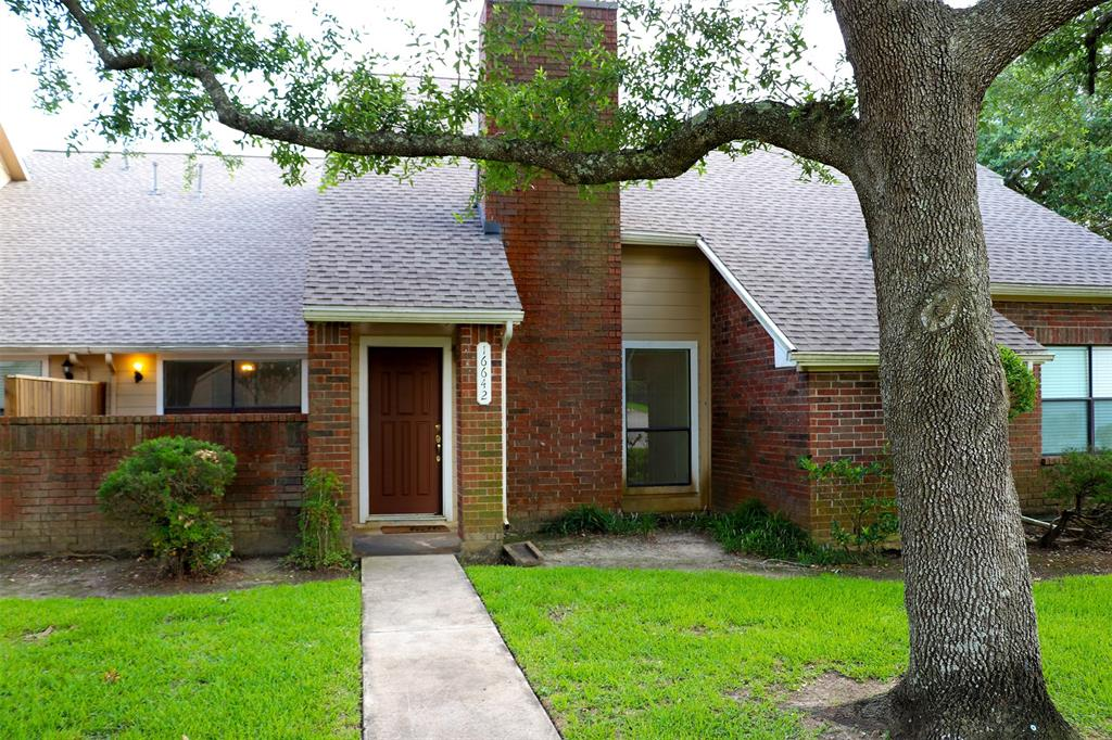 16642 Holly Trail Drive Property Photo - Clear Lake City, TX real estate listing