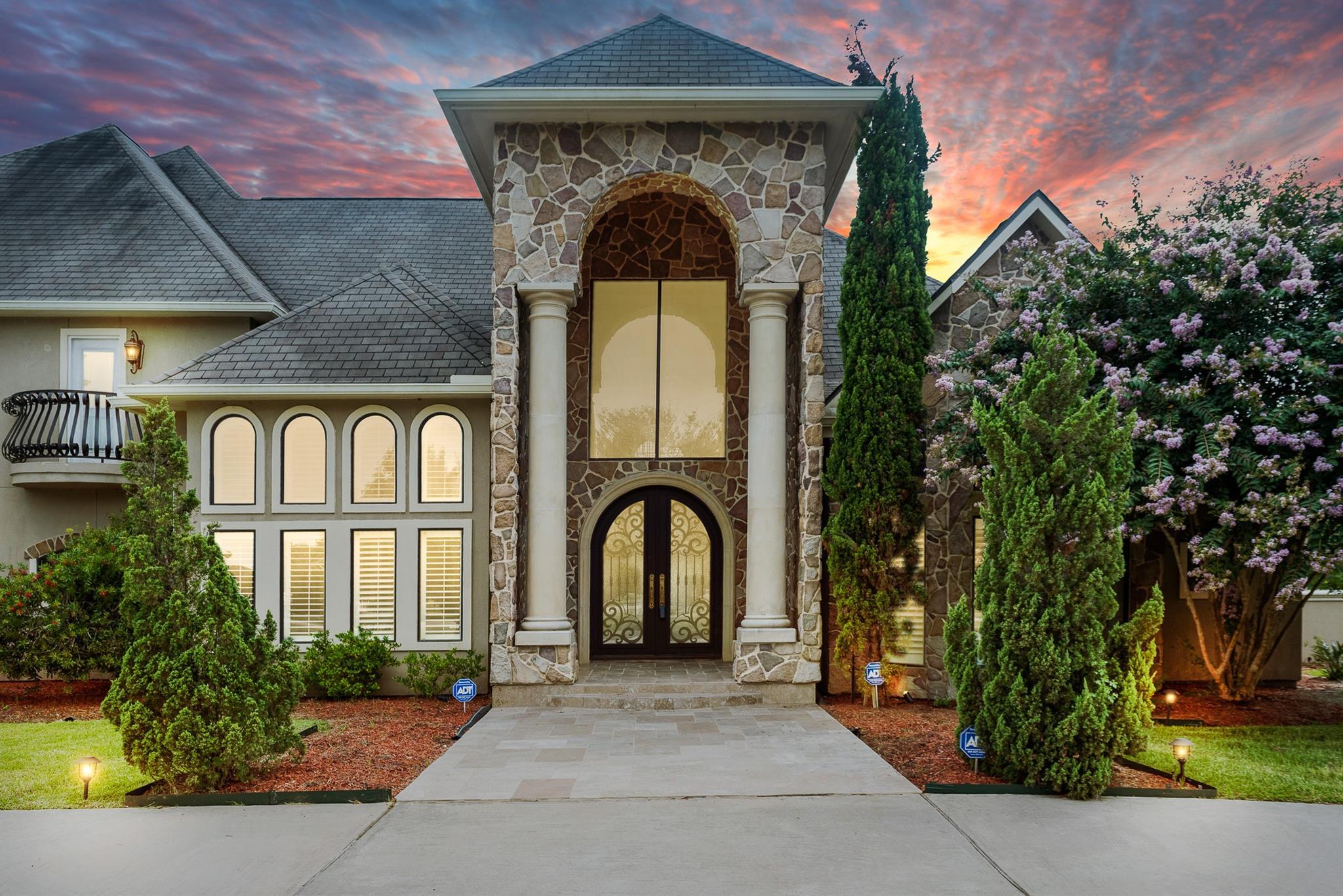 9005 Thompson Lake Drive Property Photo
