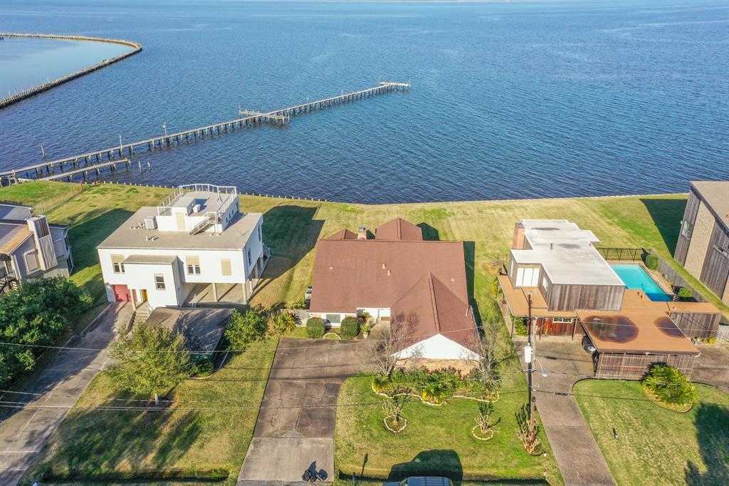 206 Bay Colony Drive, La Porte, TX 77571 - La Porte, TX real estate listing