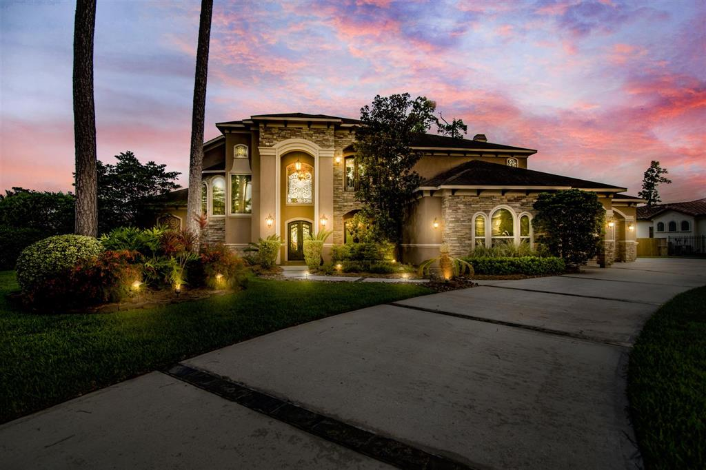 39 Oak Cove Lane Property Photo - Kingwood, TX real estate listing