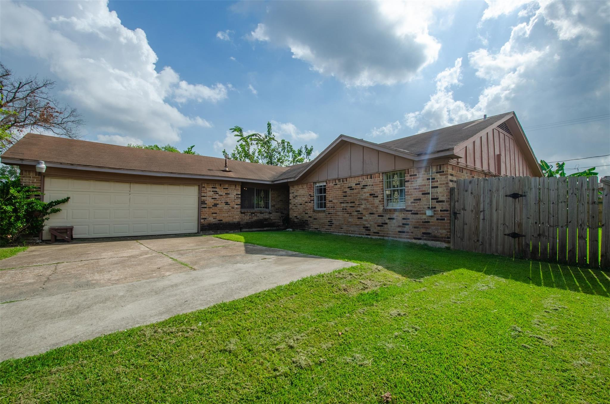 819 Coolwood Drive Property Photo - Houston, TX real estate listing