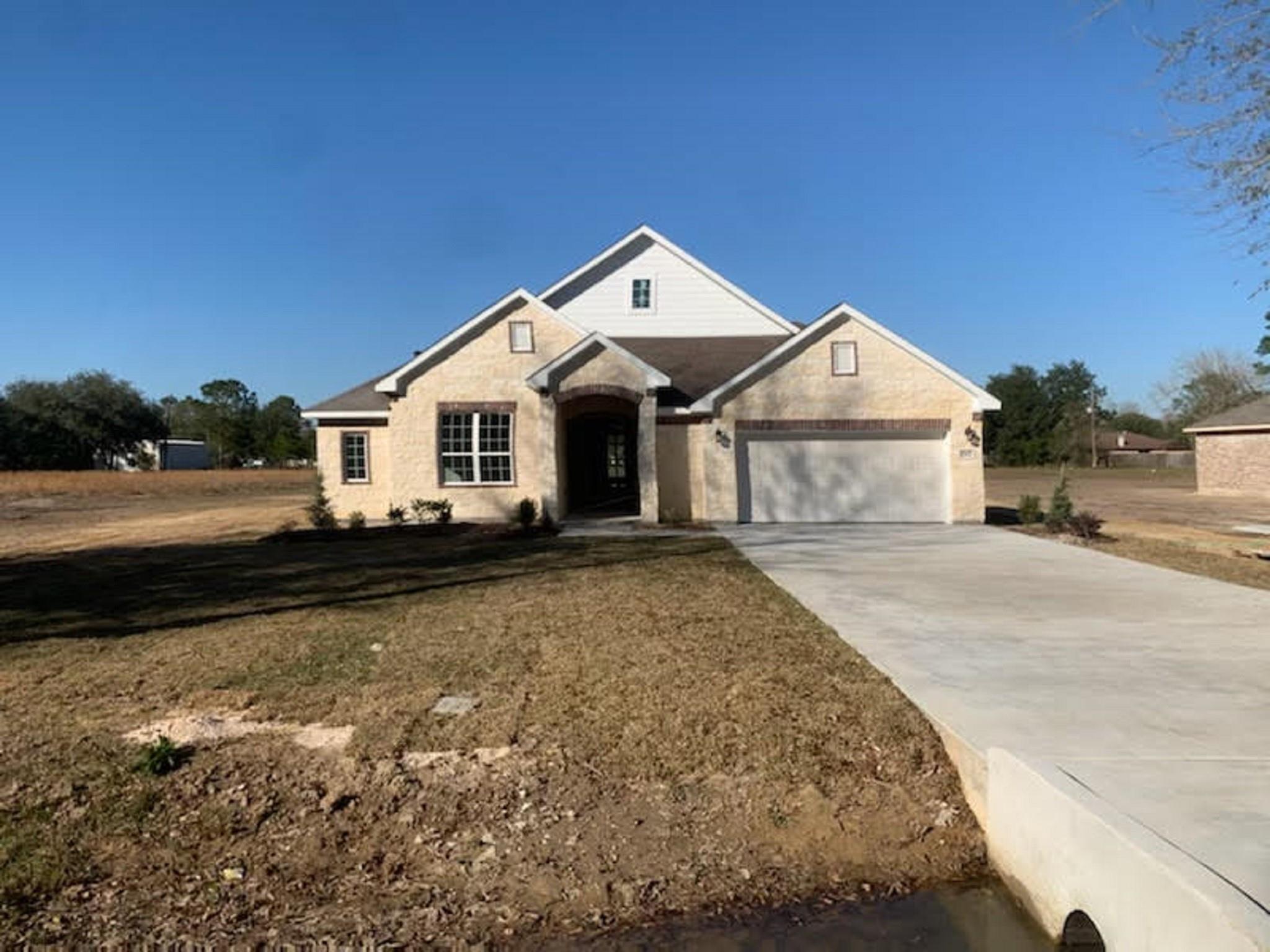 603 Oak Street Property Photo - Anahuac, TX real estate listing