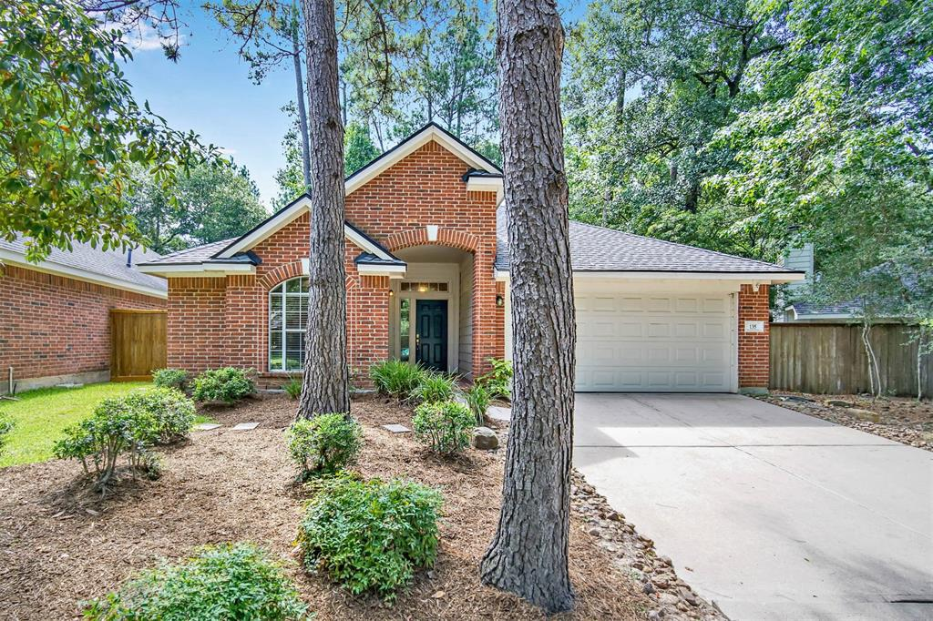 135 Avonlea Drive Property Photo - The Woodlands, TX real estate listing