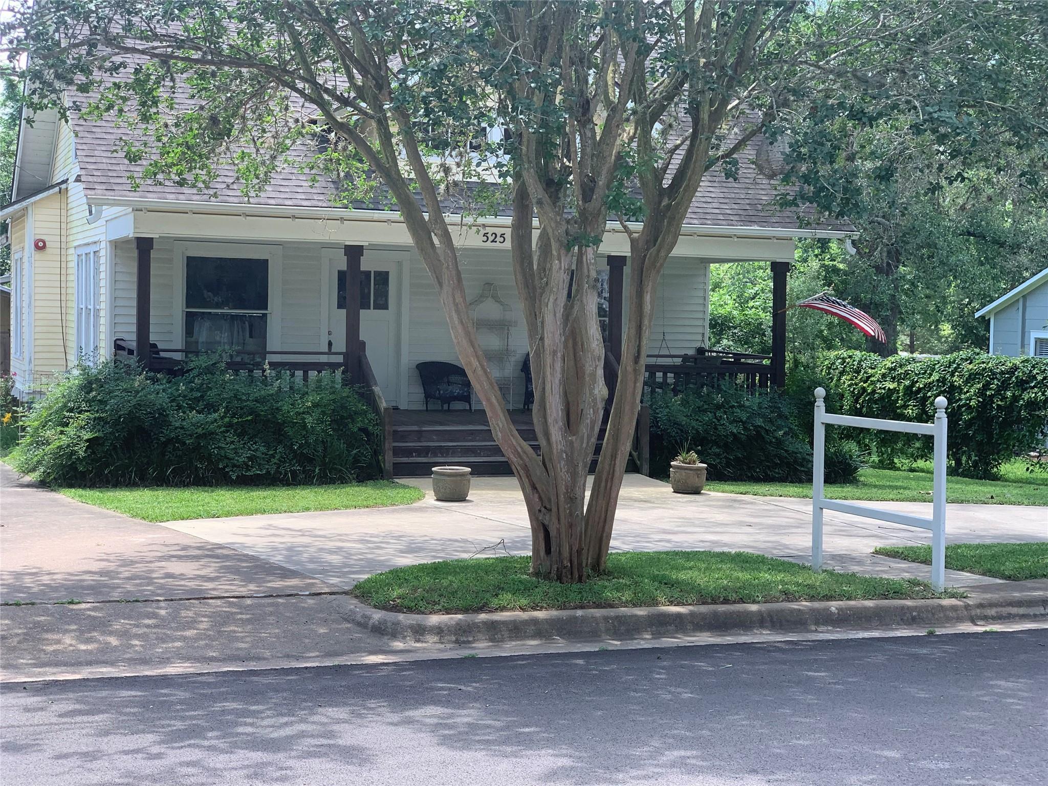 525 S Masonic Street S Property Photo 1