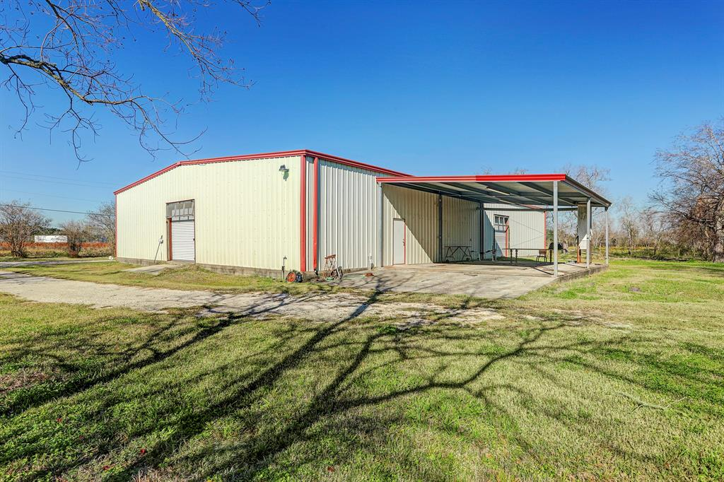 18911 Avitts Acres Property Photo - Alvin, TX real estate listing