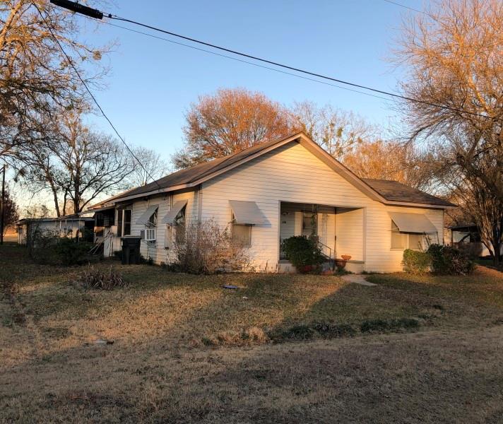 105 E 14th Street Property Photo