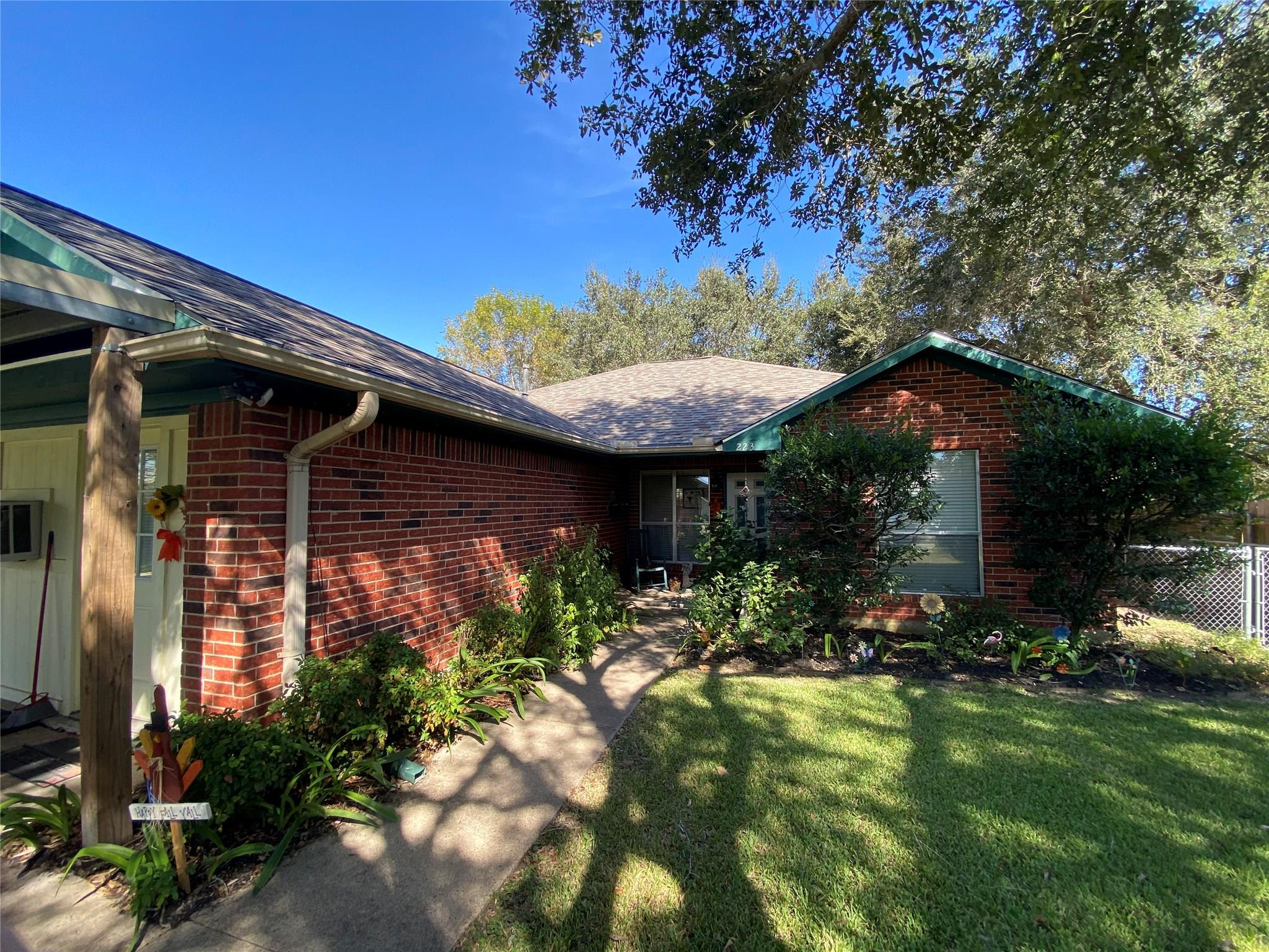 223 S 6th Street Property Photo - Beasley, TX real estate listing