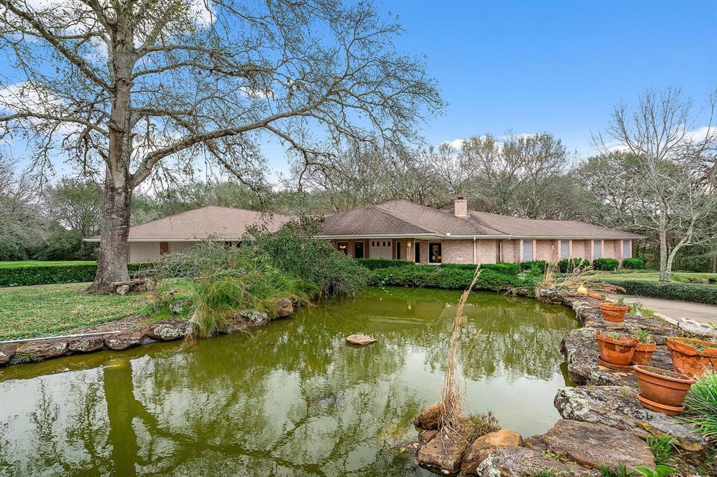 4 Meadow Way Circle Property Photo - Richmond, TX real estate listing