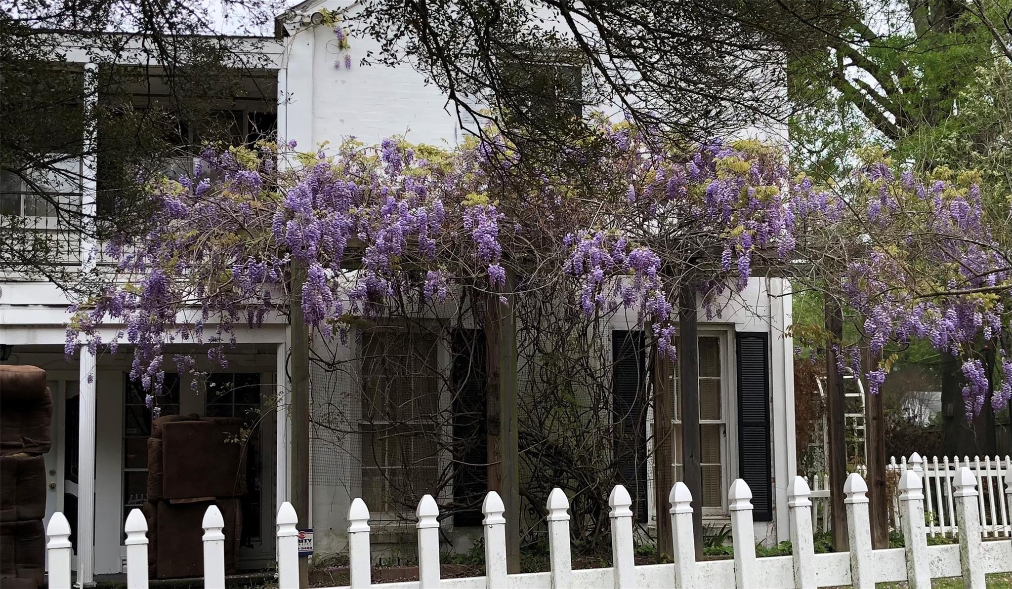 215 W Houston Street Property Photo