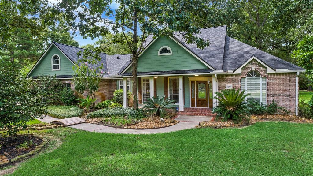 1215 Vista Del Lago Drive, Huffman, TX 77336 - Huffman, TX real estate listing