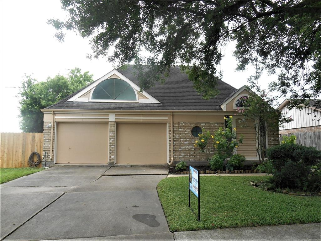 12010 Amblewood Drive Property Photo - Meadows Place, TX real estate listing