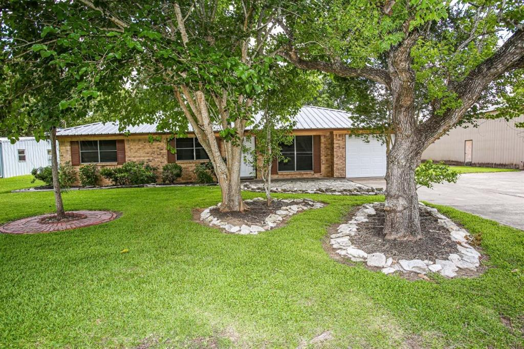 1715 Avenue E Property Photo - Danbury, TX real estate listing