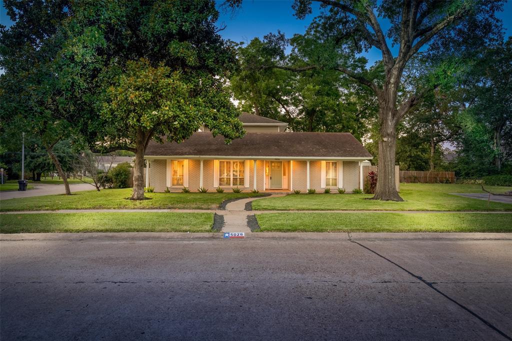 5026 Saxon Drive Property Photo - Houston, TX real estate listing