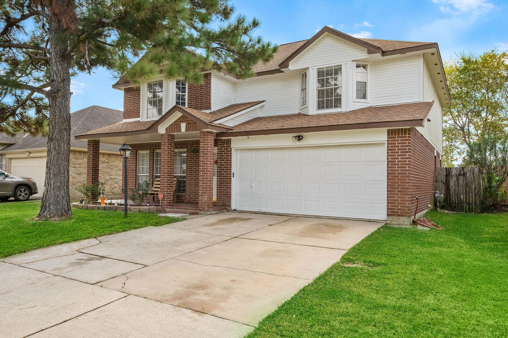 1339 Clear Valley Drive Property Photo - Houston, TX real estate listing