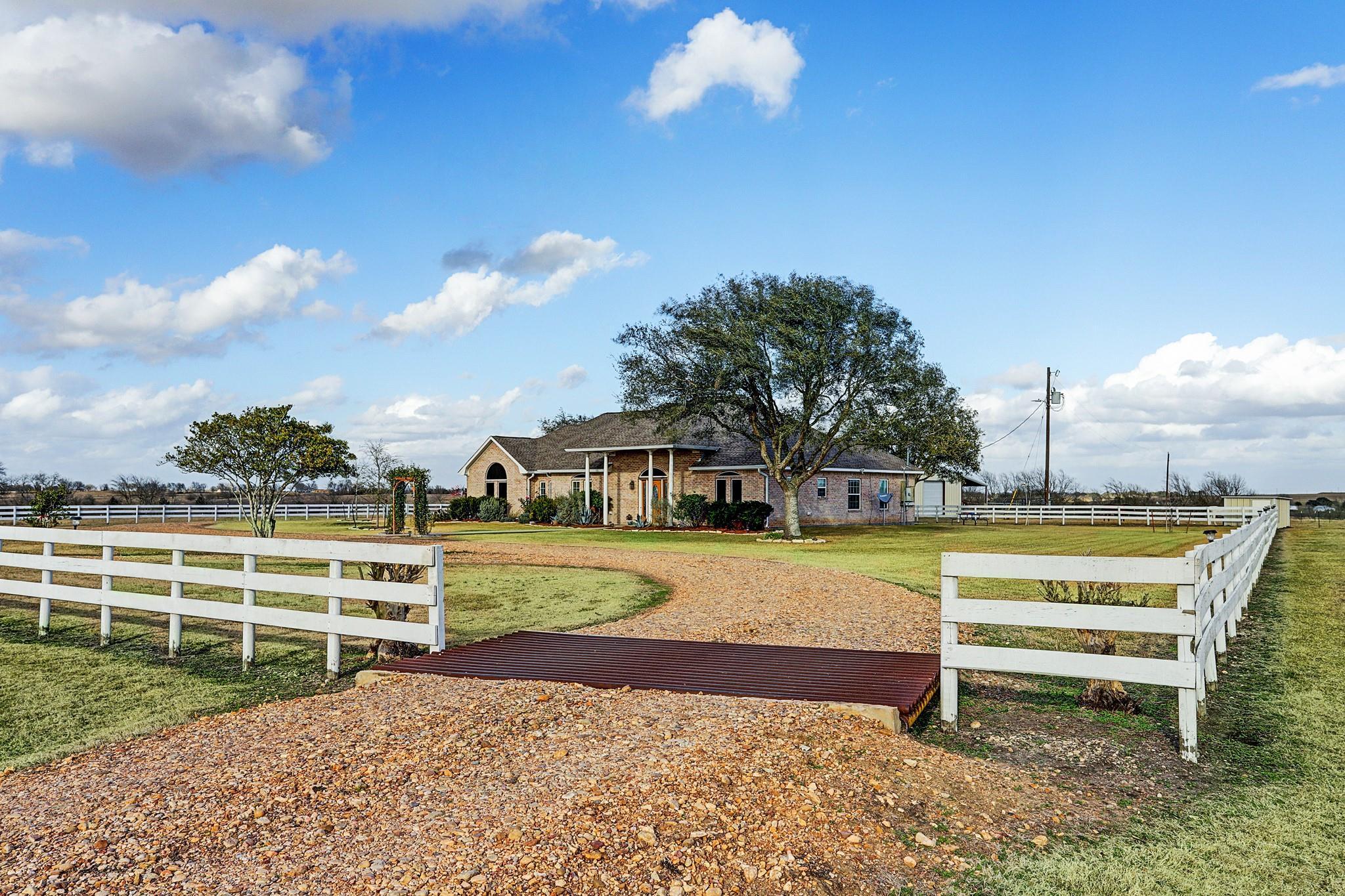 1821 Century Farms Road Property Photo - Burton, TX real estate listing
