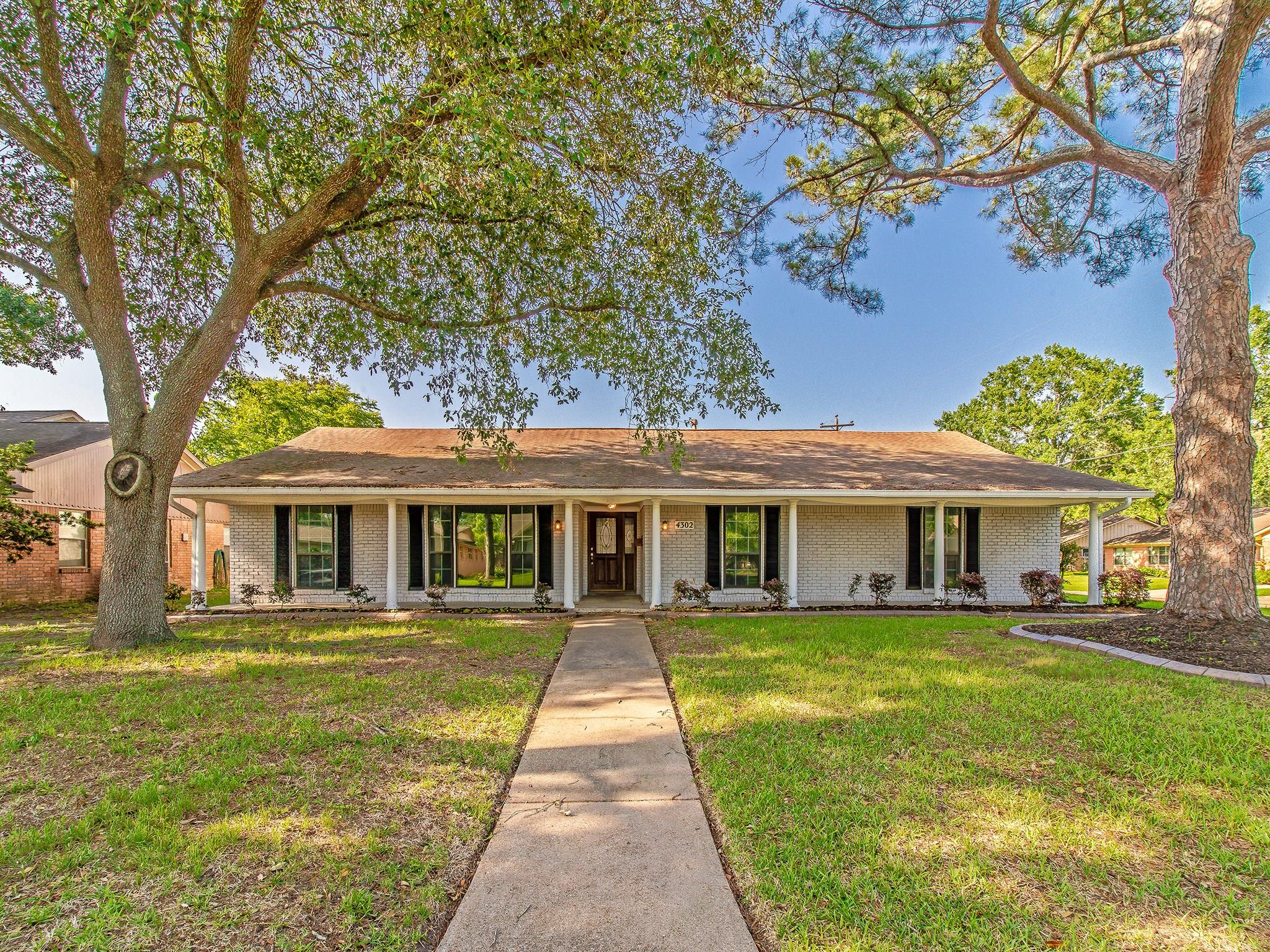 4302 Silverwood Drive Property Photo - Houston, TX real estate listing