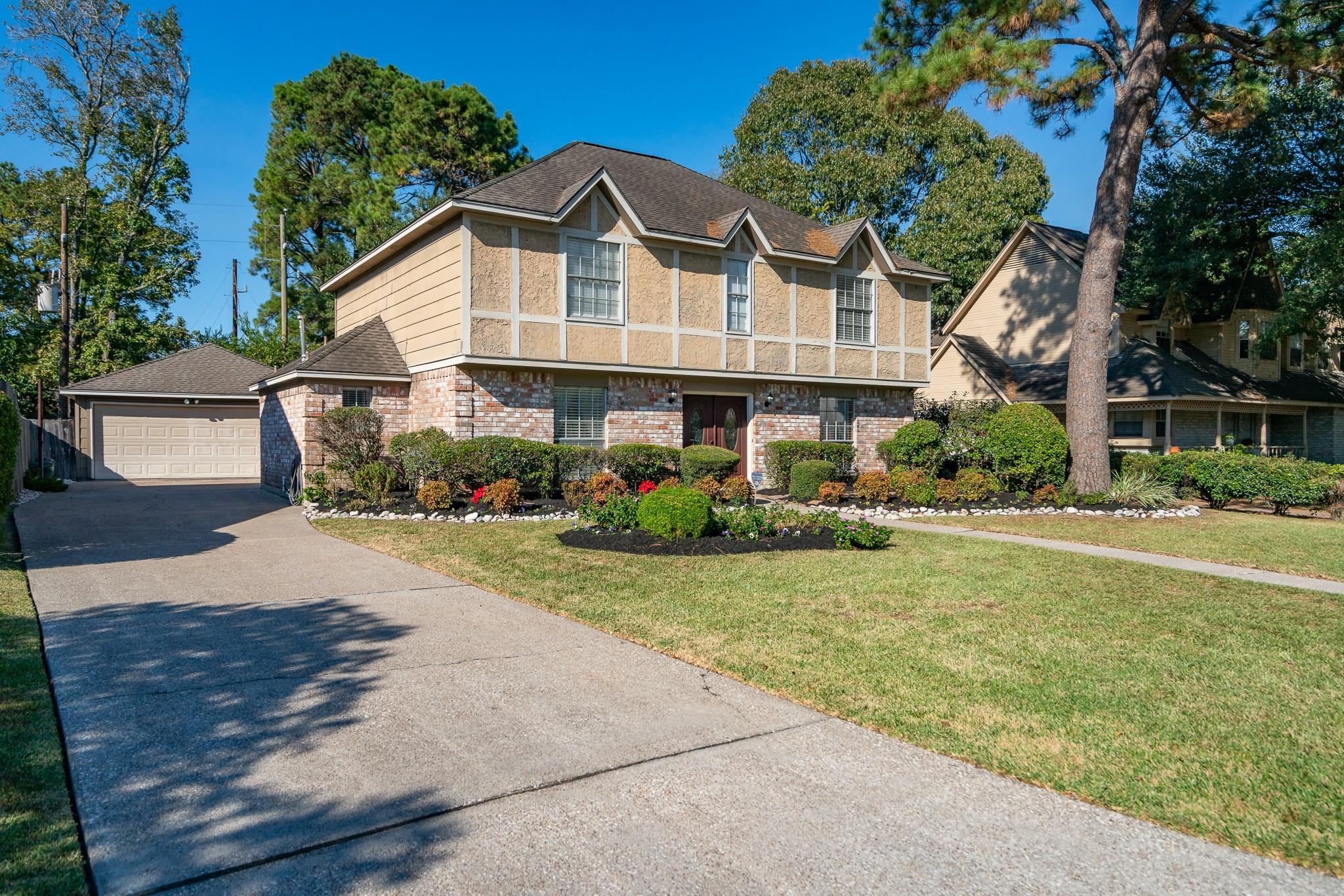 2719 Blue Glen Lane Property Photo - Houston, TX real estate listing