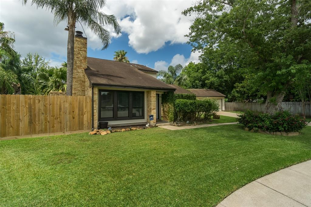 307 Lost Rock Drive Property Photo - Houston, TX real estate listing