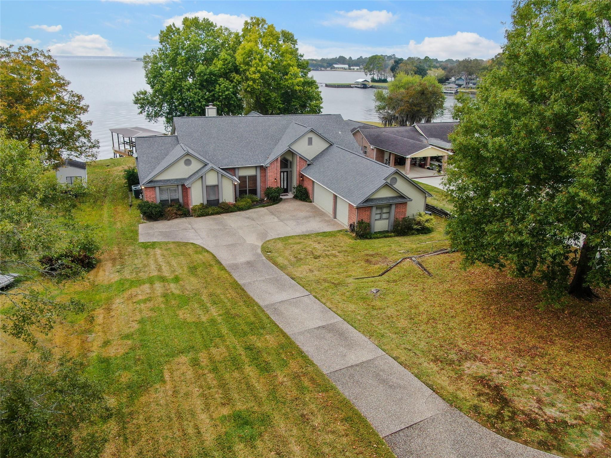 10235 Valley Drive S Property Photo - Willis, TX real estate listing