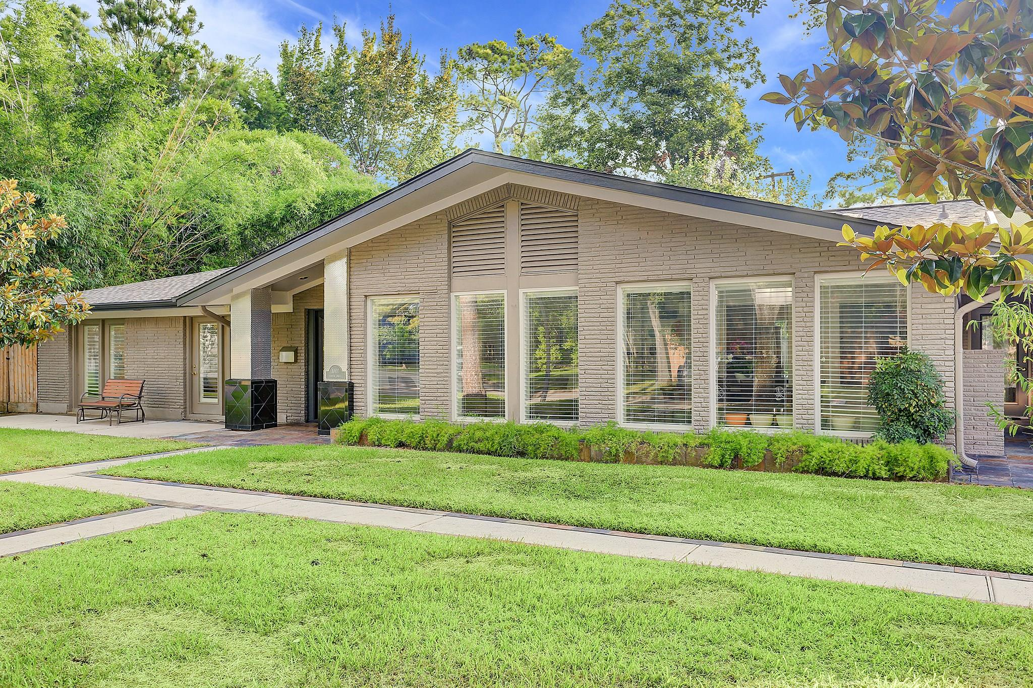 1007 Teresa Drive Property Photo - Spring Valley Village, TX real estate listing