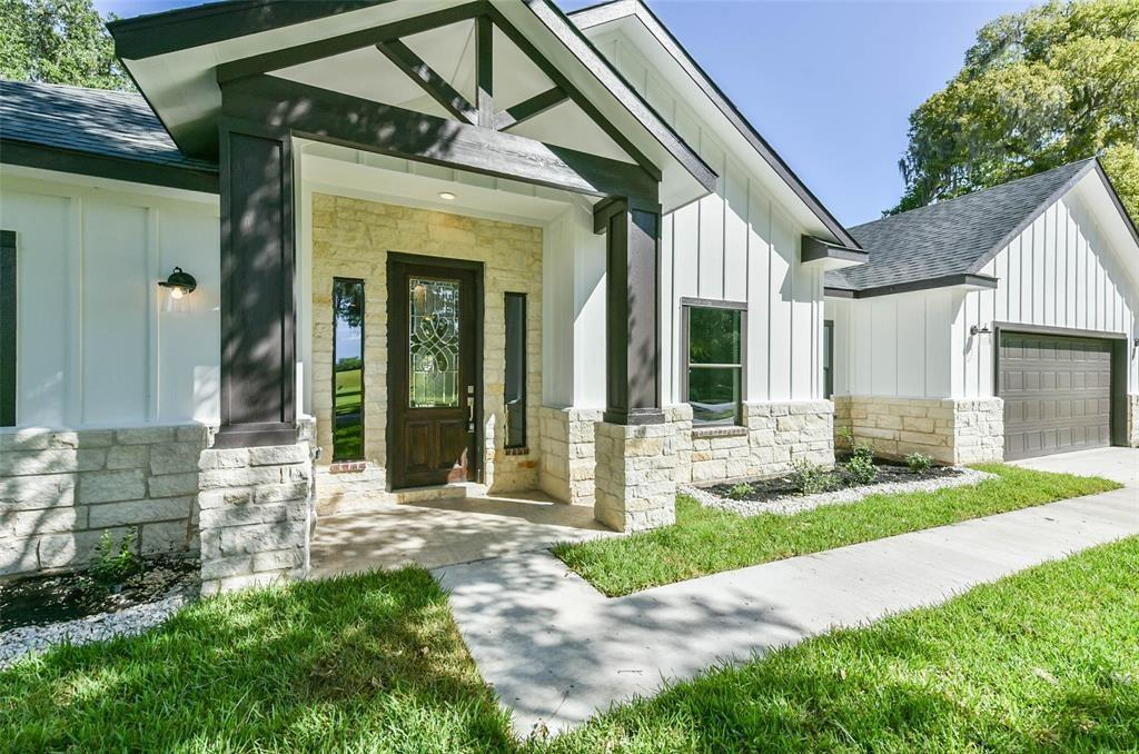 2536 Olympia Drive Property Photo - West Columbia, TX real estate listing