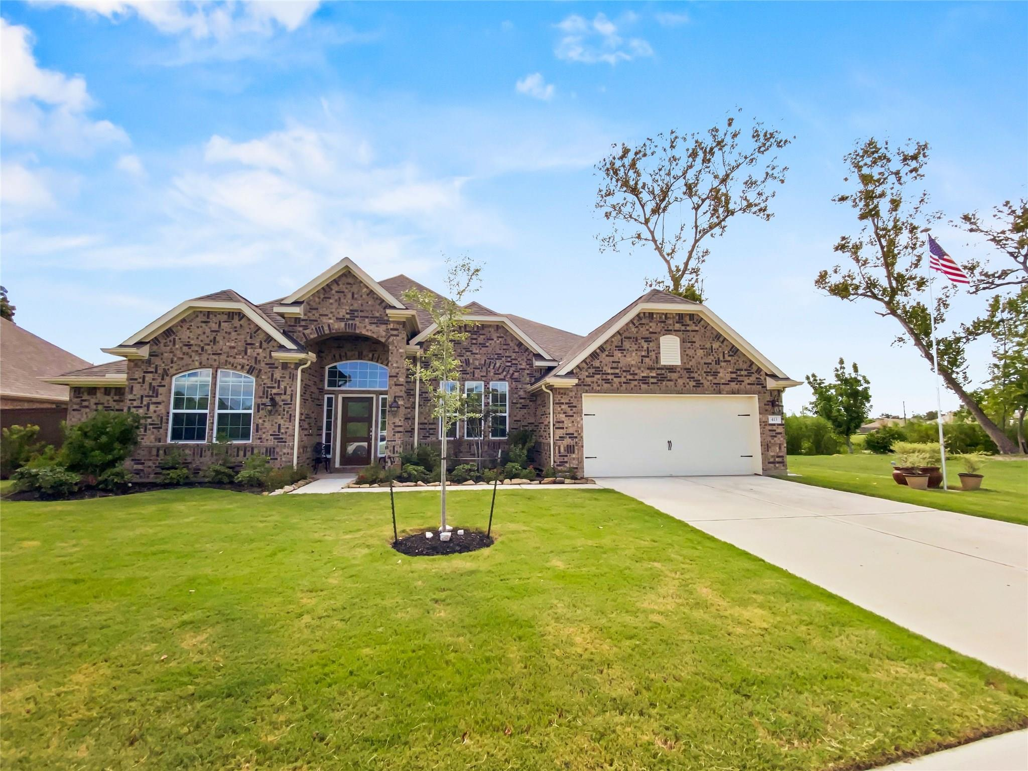 413 Bentwood Way Property Photo - Clute, TX real estate listing