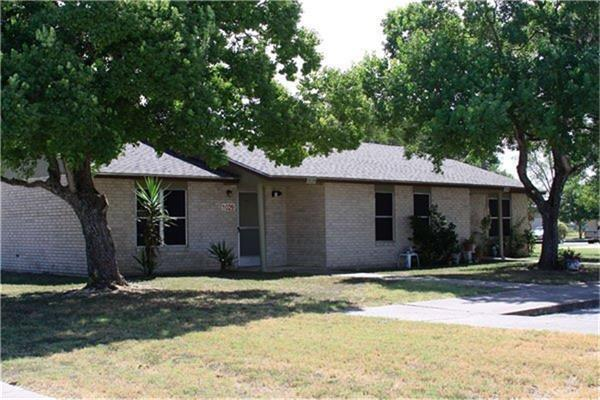 1200 Meadow Park Property Photo - Lockhart, TX real estate listing
