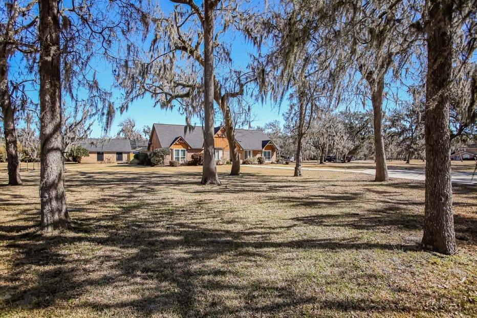 330 Rabbit Trail Property Photo - Lake Jackson, TX real estate listing