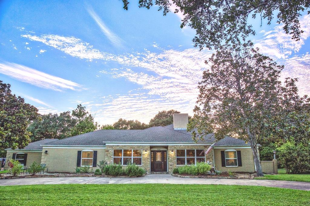 206 Oak Hill Drive, Brenham, TX 77833 - Brenham, TX real estate listing