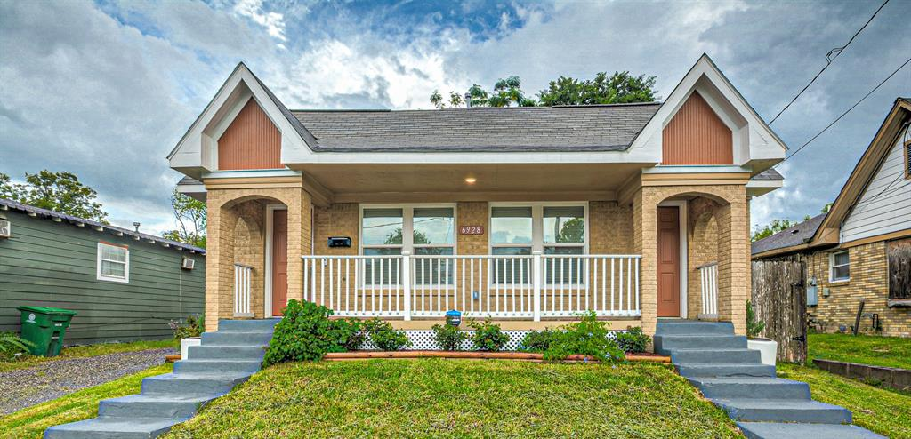 6928 J W Peavy Drive, Houston, TX 77011 - Houston, TX real estate listing