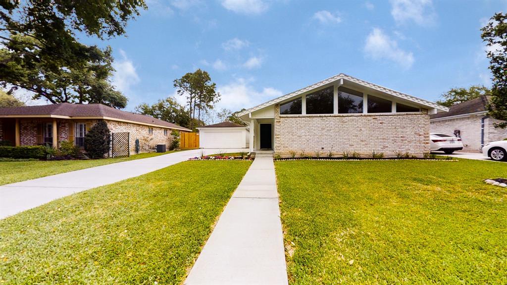 12022 Dorrance Lane, Meadows Place, TX 77477 - Meadows Place, TX real estate listing