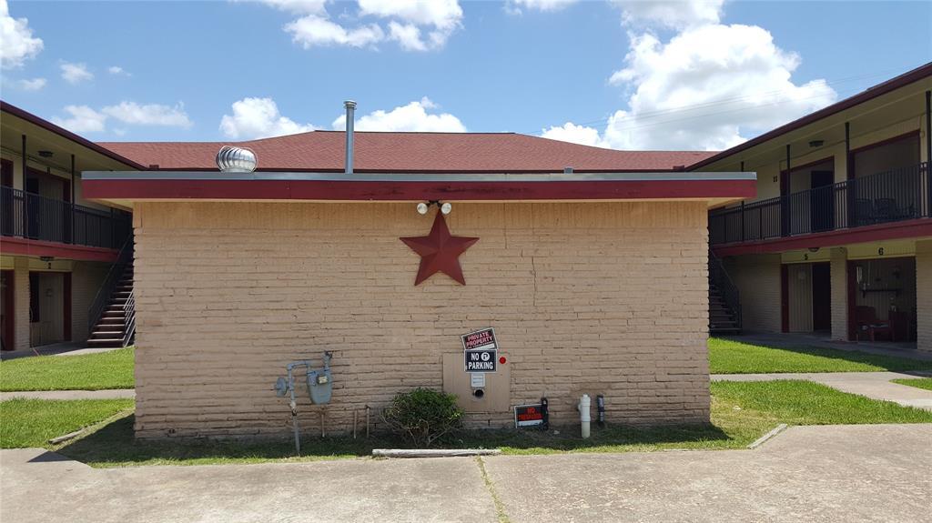 2200 S Gordon Street S Property Photo - Alvin, TX real estate listing