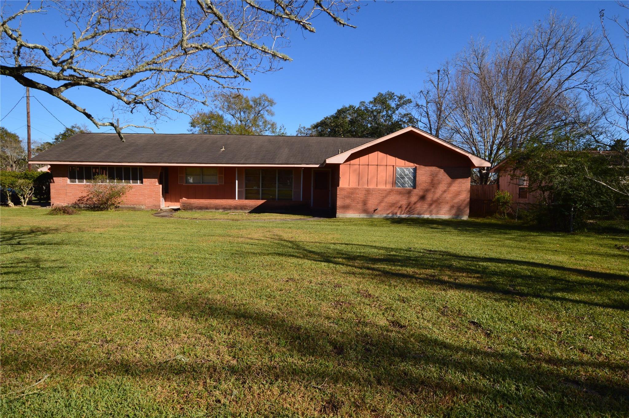 120 E Hooks Street Property Photo - Sour Lake, TX real estate listing
