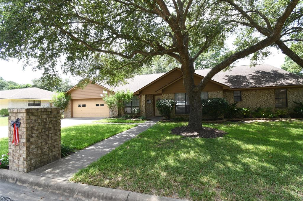 110 Douglas Drive Property Photo - Bellville, TX real estate listing