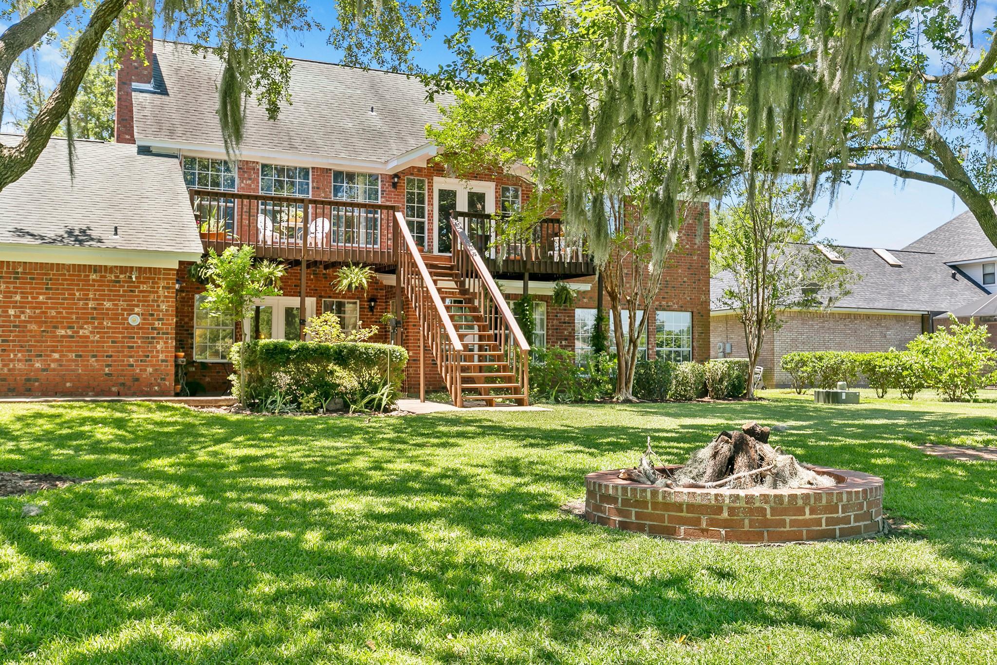 313 Timbercreek Drive Property Photo - Lake Jackson, TX real estate listing