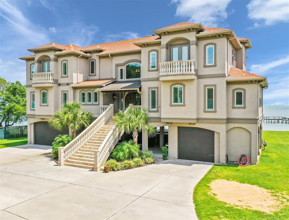 4614 W Bayshore Drive Property Photo - Bacliff, TX real estate listing