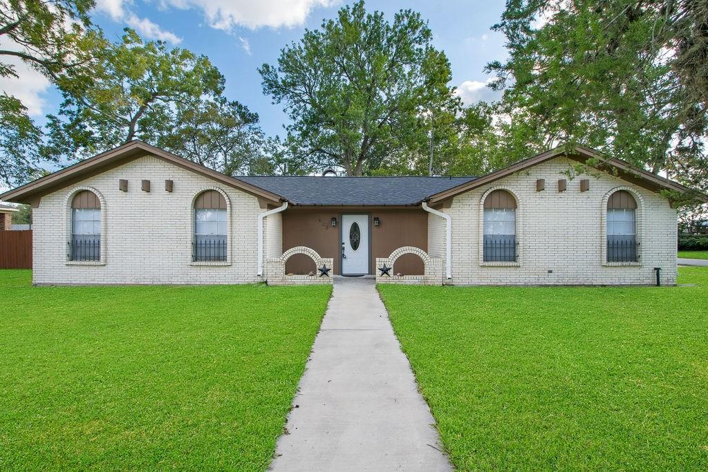 423 Magnolia Lane Property Photo