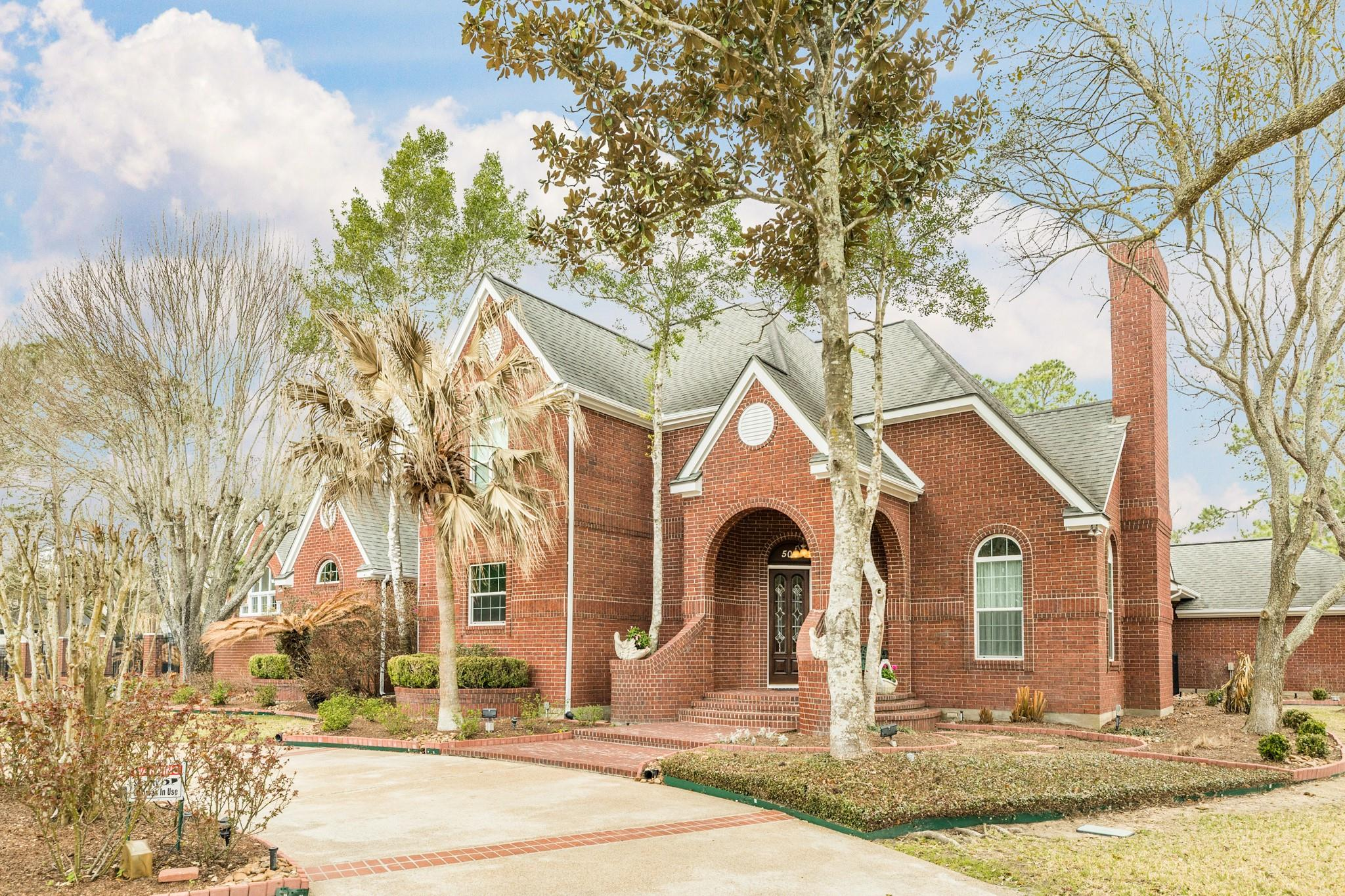 502 W Spreading Oaks Avenue Property Photo