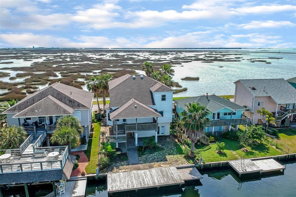1270 Blue Heron Street Property Photo - Bayou Vista, TX real estate listing