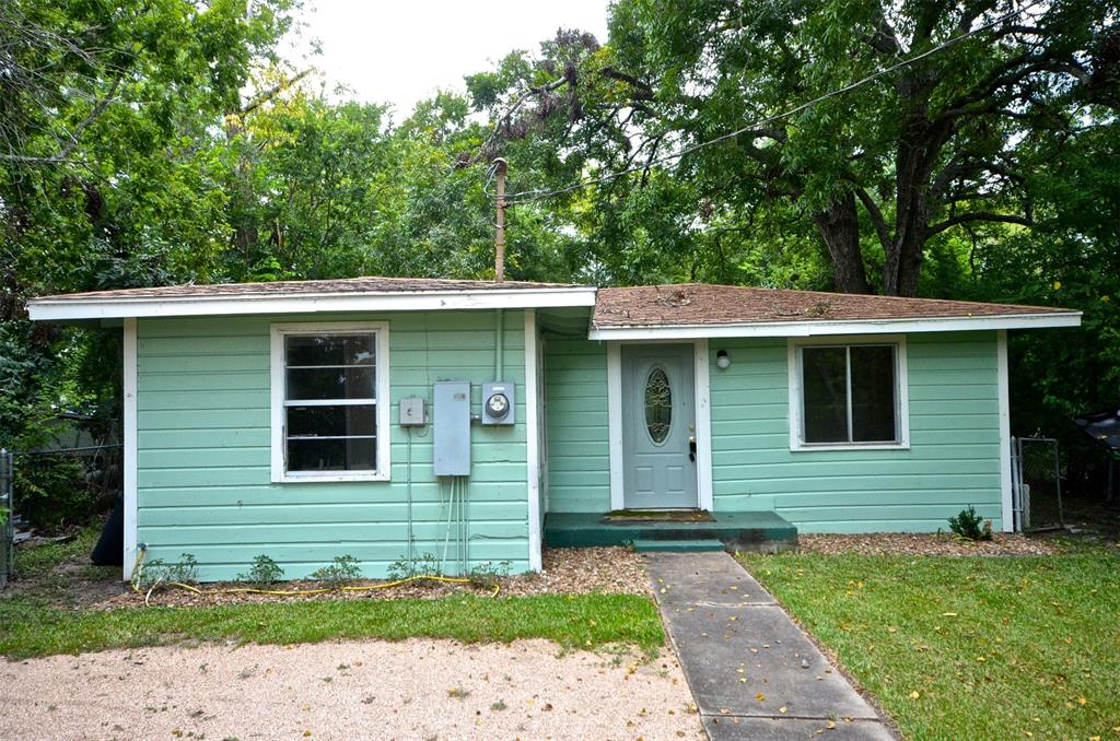 611 Live Oak Street, Angleton, TX 77515 - Angleton, TX real estate listing
