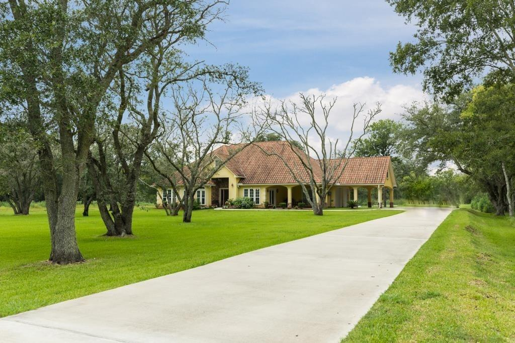 31910 Amberjack Drive Property Photo - Richwood, TX real estate listing