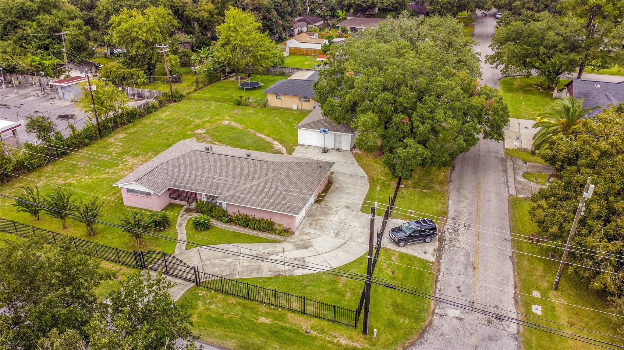 303 E Canino Road Property Photo - Houston, TX real estate listing