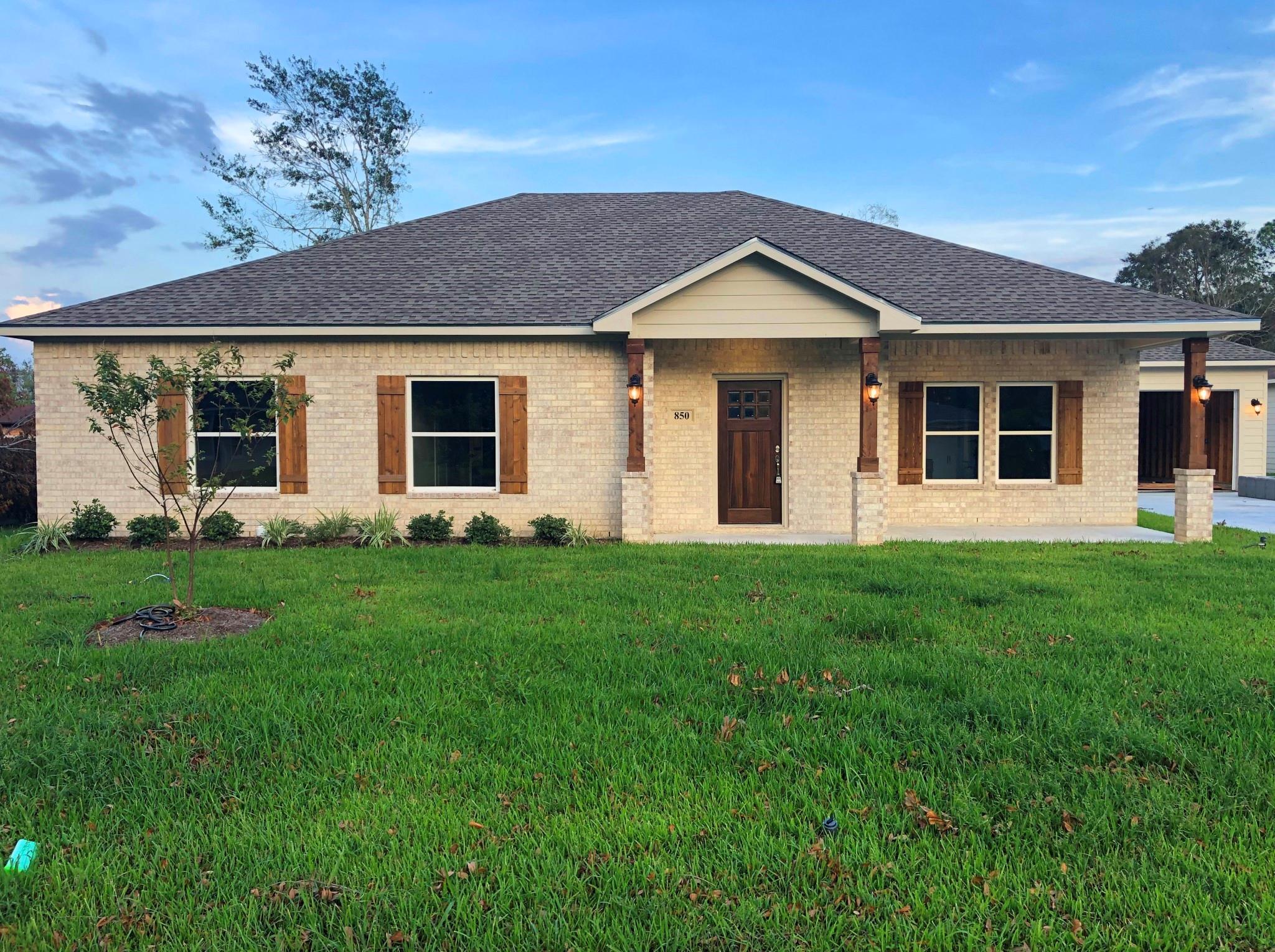 850 Vivian Street Property Photo - Bridge City, TX real estate listing
